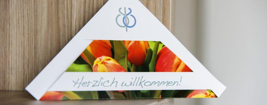 Herzerfrischend 0172_Schuechtermann_April_2015-938x370 Vorbereitung auf den Klinikaufenthalt Ihre Fragen  Service Parken Kliniktasche Gästehaus Anfahrt