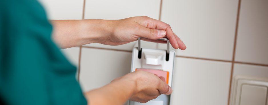 Herzerfrischend Fotolia_25316856_M-938x370 Ein Lächeln schenken statt Hände zu geben Hygiene  Händewaschen Grippe Erkältung